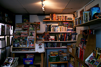 Retinal Comics store shelves books